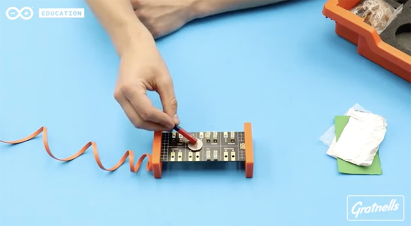 Arduino Science Kit Physics Lab: Haunted House Theremin
