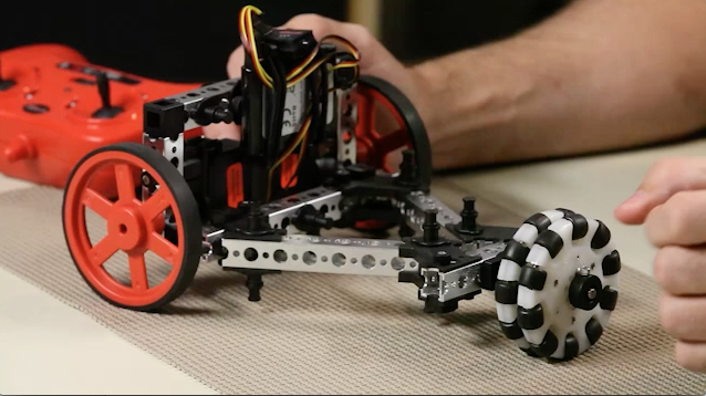 Close-up with the Tribot with Omni Wheel